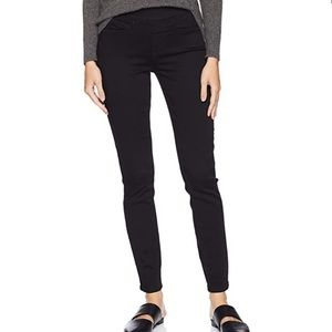 Levi's Signature Gold Label Pull On Skinny Jeans